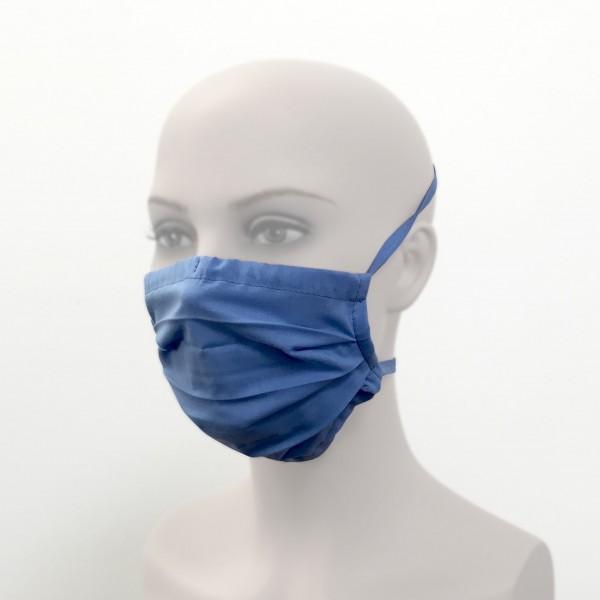 Behelfsmundschutz mit Bändern wiederverwendbar hellblau Frau Seite Corona Virus Krise